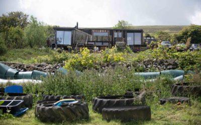 So krempelte ein junges Paar alles um und gründete eine klimafreundliche Farm.